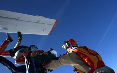 Absprung zum ersten Fallschirmsprung