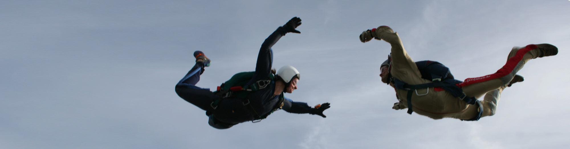 Fallschirmschüler mit Fallschirmlehrer