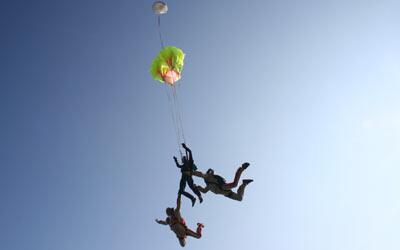 Fallschirmöffnung beim ersten Fallschirmsprung