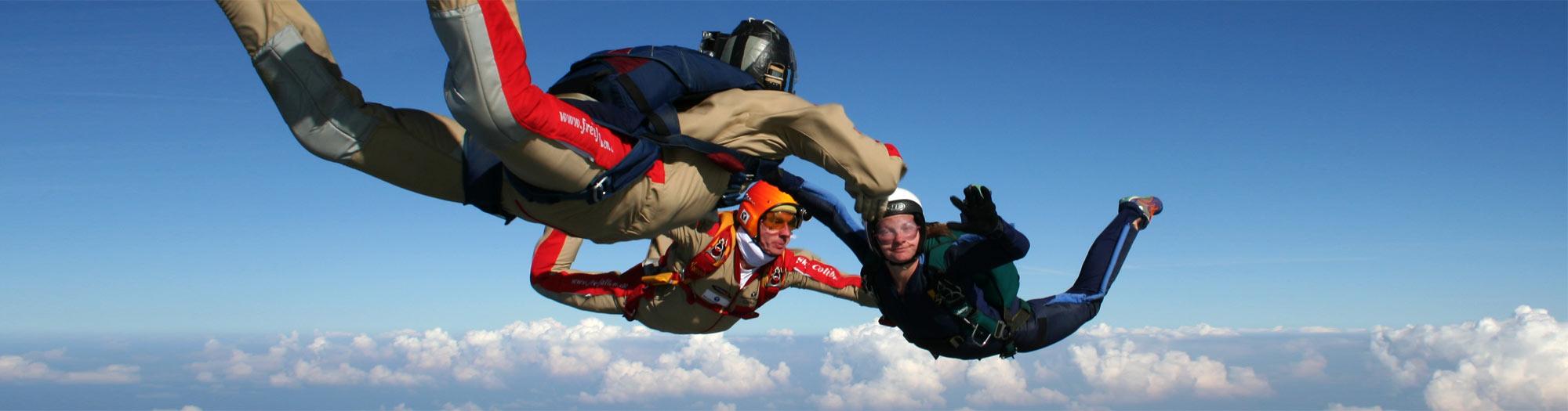 Fallschirmspringer bei der Ausbildung