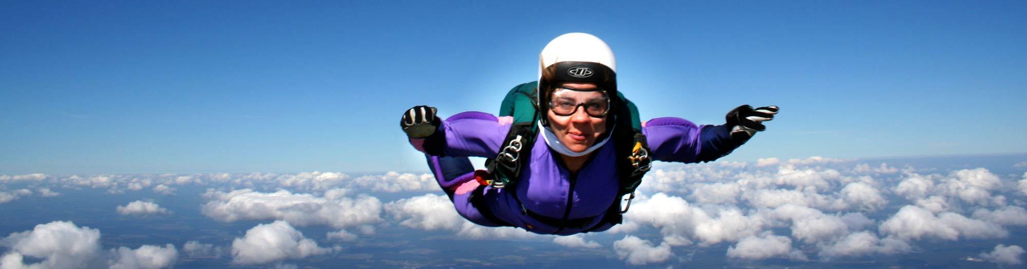 Fallschirmschüler beim Fallschirmsprung