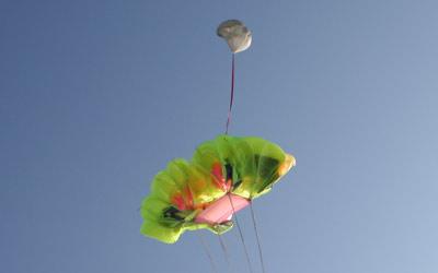 Fallschirmkappe mit Slider bei der Öffnung